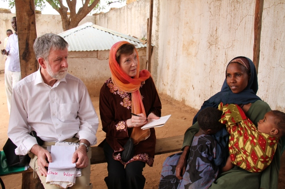 Mary_Robinson_in_Somalia_(2)