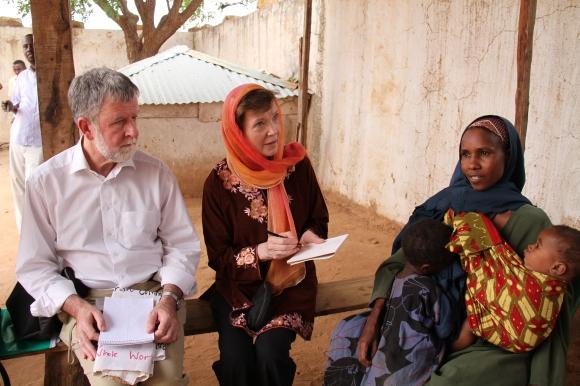 Mary_Robinson_in_Somalia_(2)